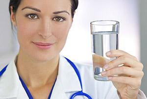 Лечение уратных камней - питье большого количества жидкости